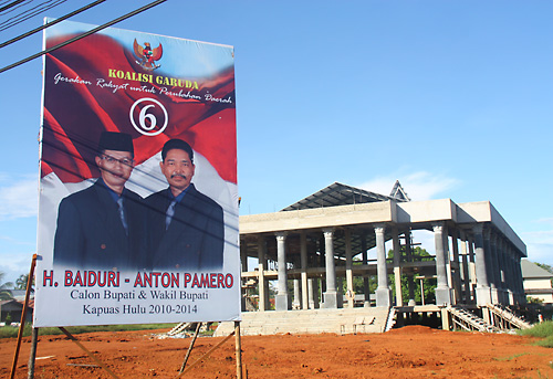 Wahlkampfplakat des Kandidatenpaares Nummer 6.