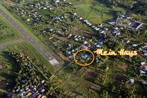 Mein Haus und der Flughafen.