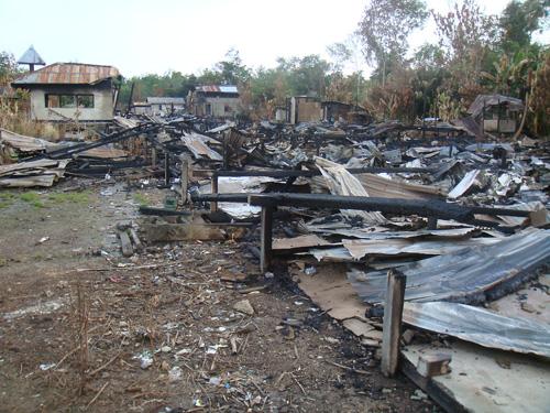 Verbranntes Langhaus Belimbis