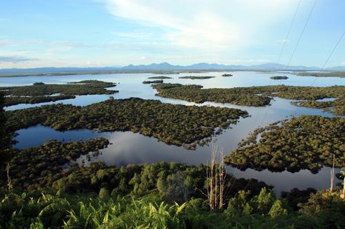 Blick vom Bukit Tekenang auf den noerdlichen Teil des Feuchtgebiets Danau Sentarum Nationalpark.