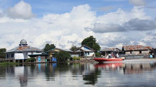 Speedboot – die schnellste (und teuereste) Art des Transports im Seengebiet.