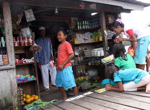 Toko – Tante-Emma-Laden in Nanga Pengembung.