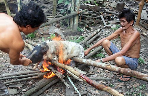 Scheine-Braten einmal anders – Gawai Dayak-Tamu in Ensaid Panjang
