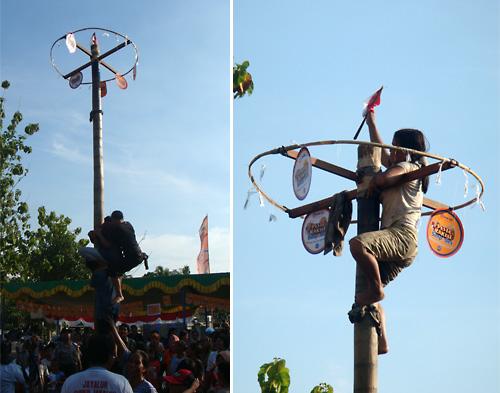 Pohon Pinang – Preise die nur ueber den glitschigen Mast zu erreichen sind. Teamwork ist wichtig!