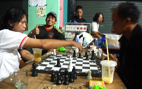 Schach vorm Spiel Deutschland – Spanien.